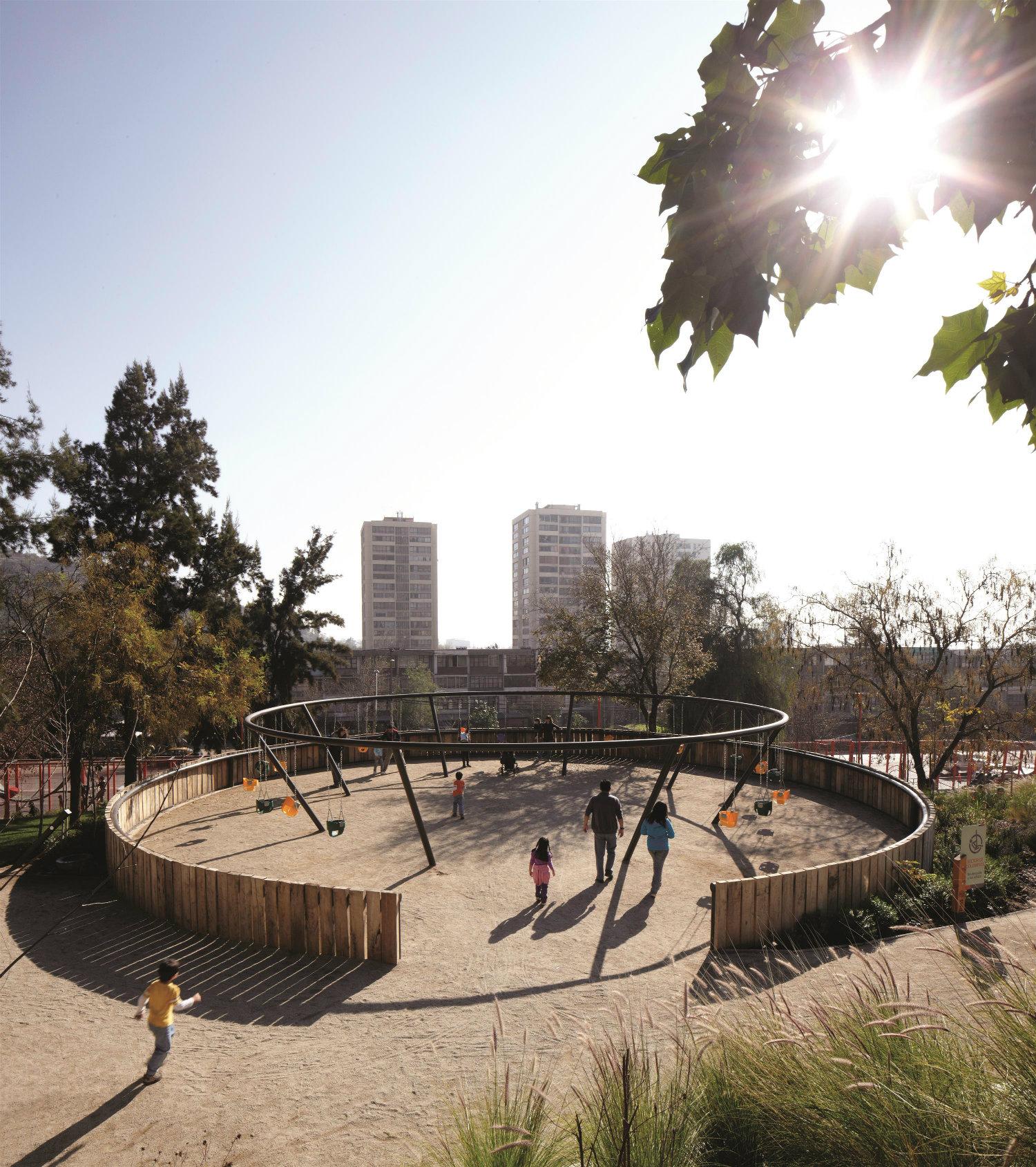 Parque Infantil Bicentenario (2012), Santiago, Chile. Fotorgrafía: Cristobal Palma. Cortesía: Elemental.