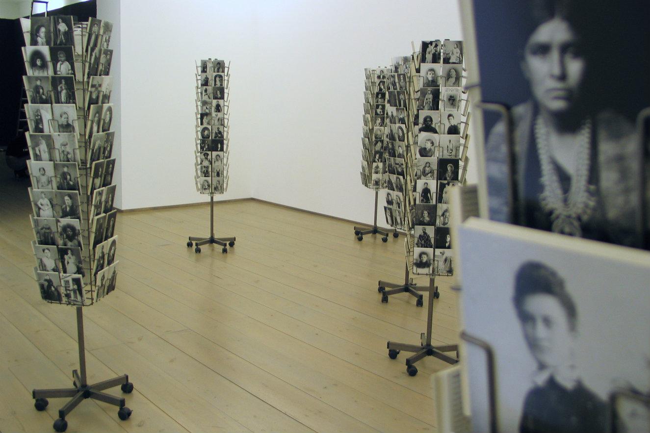 Mathilde ter Heijne. Woman to go, 2005. Fotografía: Robert Wedemeyer / Susanne Vielmetter Los Angeles Projects, 2006.