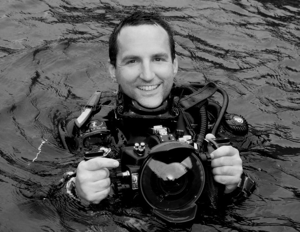El artista Jason deCaires Taylor es un reconocido fotógrafo de imágenes subacuáticas y experimentado buzo. Fotografía: cortesía Jason deCaires Taylor