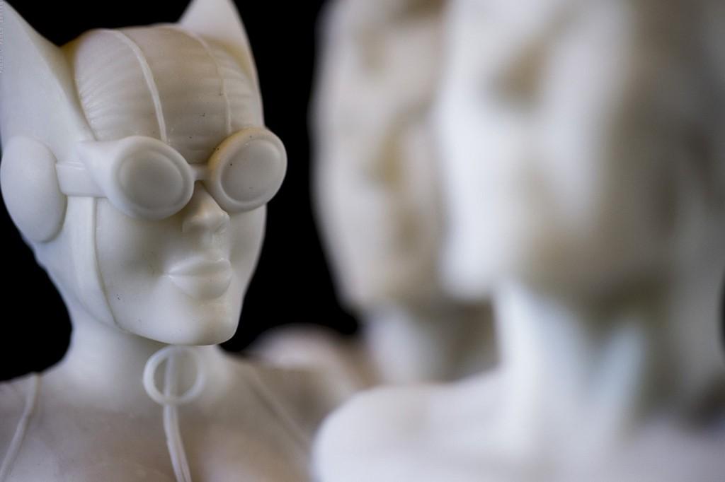 Detalle escultura de mármol 'Catwoman'.
