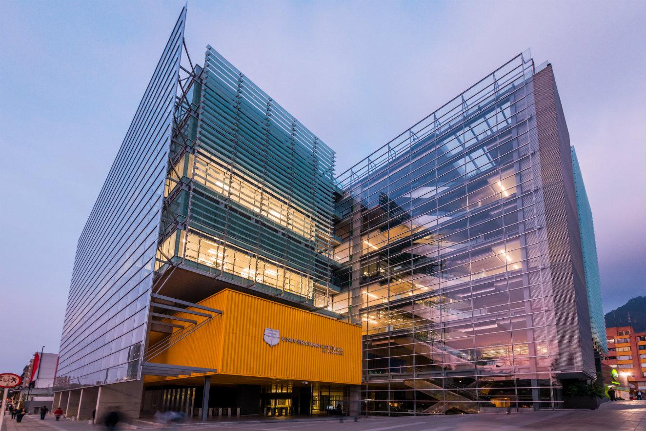 Edificio sede 04 Universidad Católica de Colombia, una de las obras seleccionadas en la categoría 'Proyecto arquitectónico'. Fotografía: cortesía, SCA.