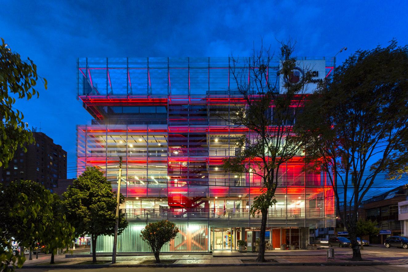 Edificio LaSalle College, en Bogotá, una de las obras seleccionadas en la categoría 'Proyecto arquitectónico'. Fotografía: cortesía, SCA.