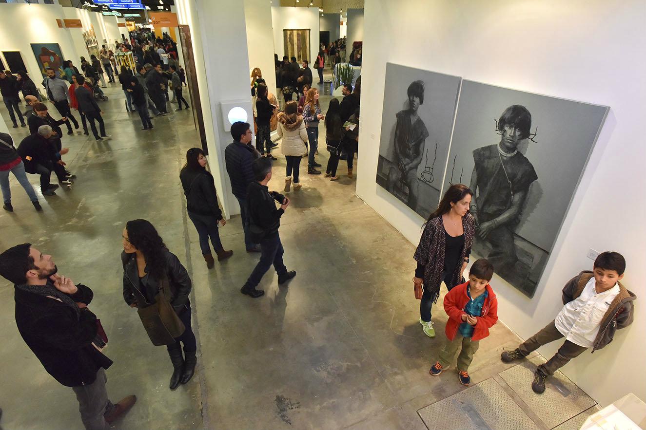 obras de arte en todos los formatos, desde escultura y pintura hasta fotografía, vídeo e instalaciones