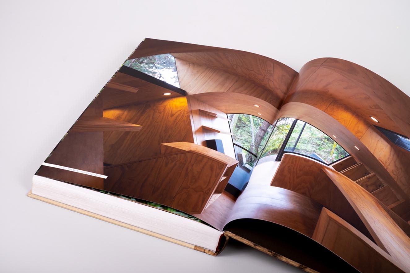 Imagen del interior de la Biblioteca EPM, uno de sus proyectos más importantes. Fotografía. cortesía.